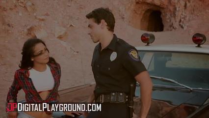 Молодая преступница сексом решила откупиться от полицейского