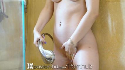 Порно нарезка секса с молодыми девушками, которых ебут в киски