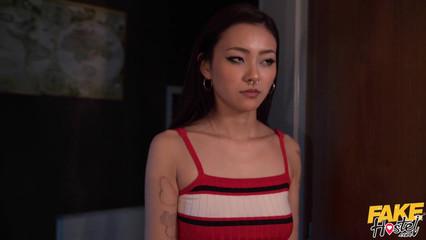 Порно нарезка горячего секс с молодой азиаткой Rae Lil Black