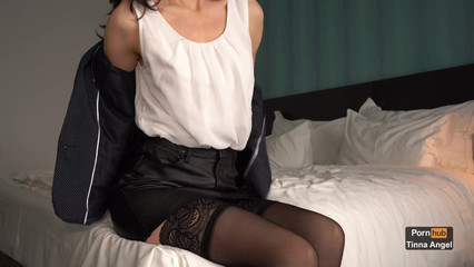 Секретарша соблазнила босса на секс и дала себя трахнуть в анал